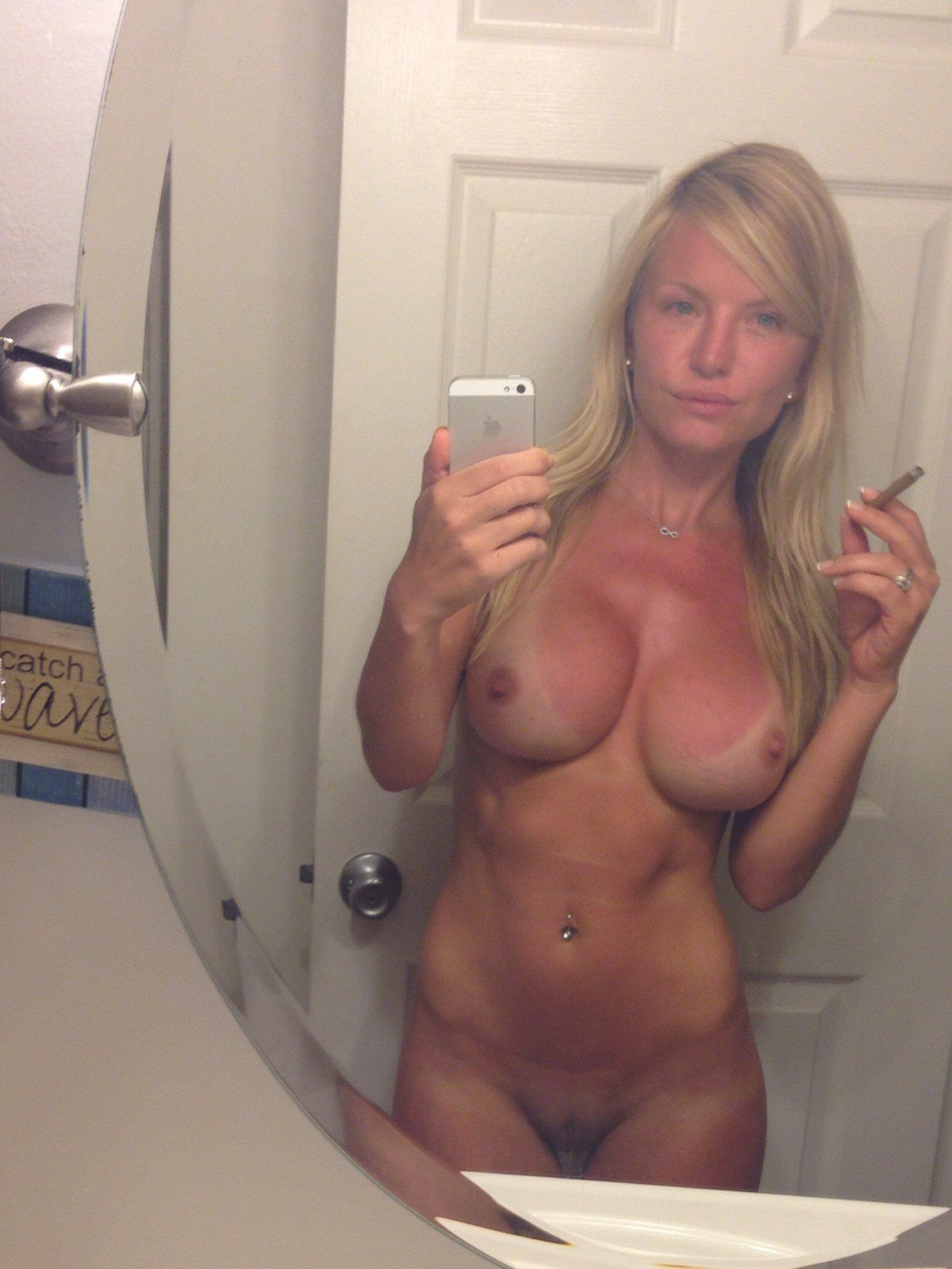 Countess recommendet shot Mature naked woman self