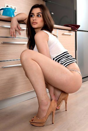 New Y. recommendet the kitchen naked