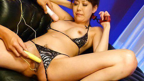 Bikini girls lick dick and crempie