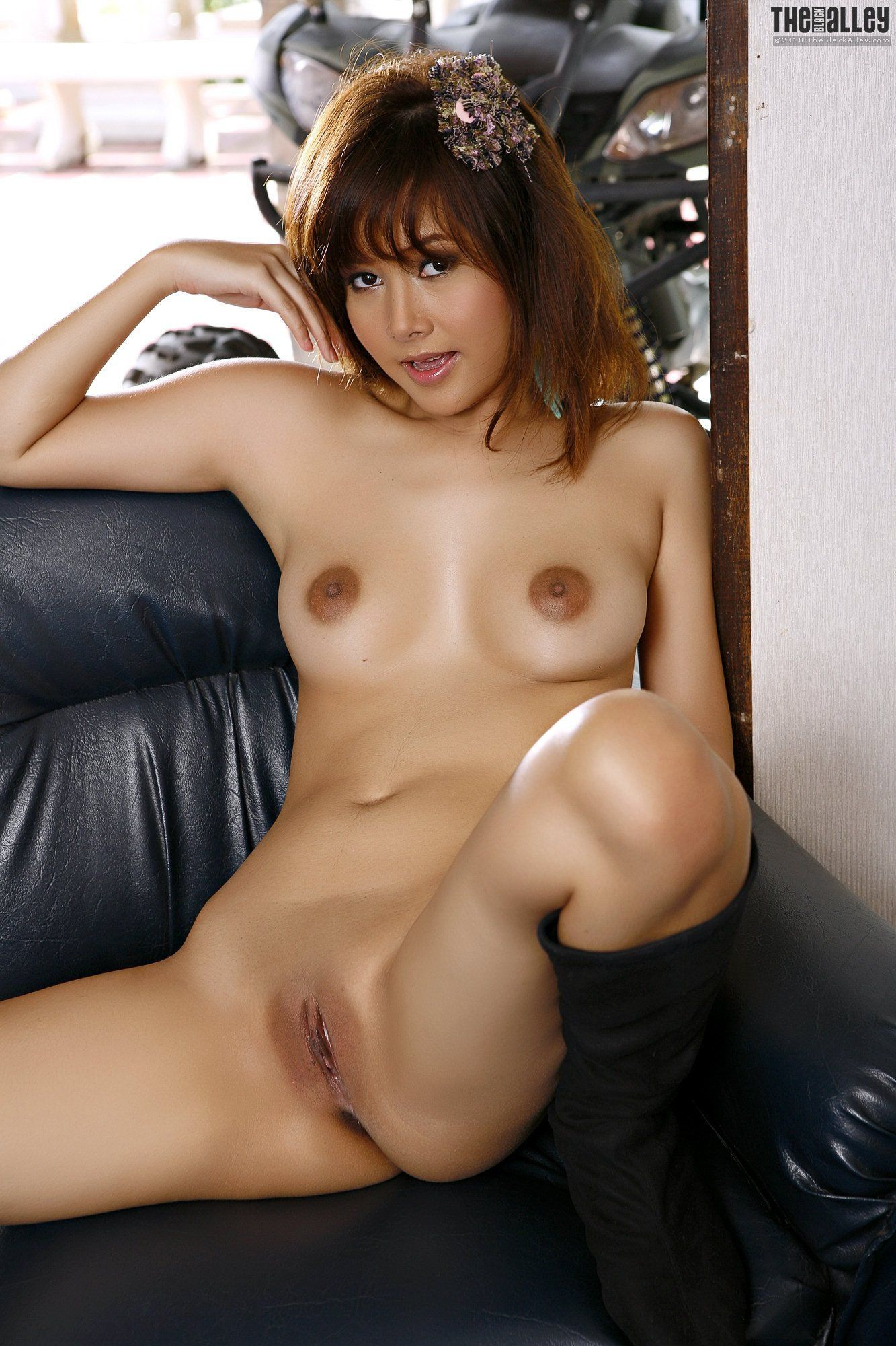 Femdom shaved pussy pic new porn